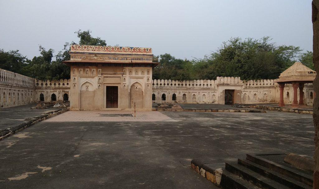 Place Where Jamali Kamali Were Buried