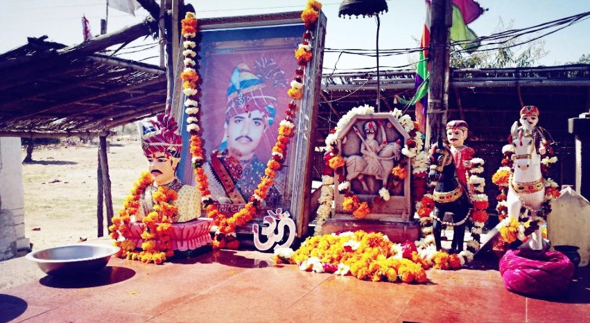 Pictures and idol of Om Singh Rathore